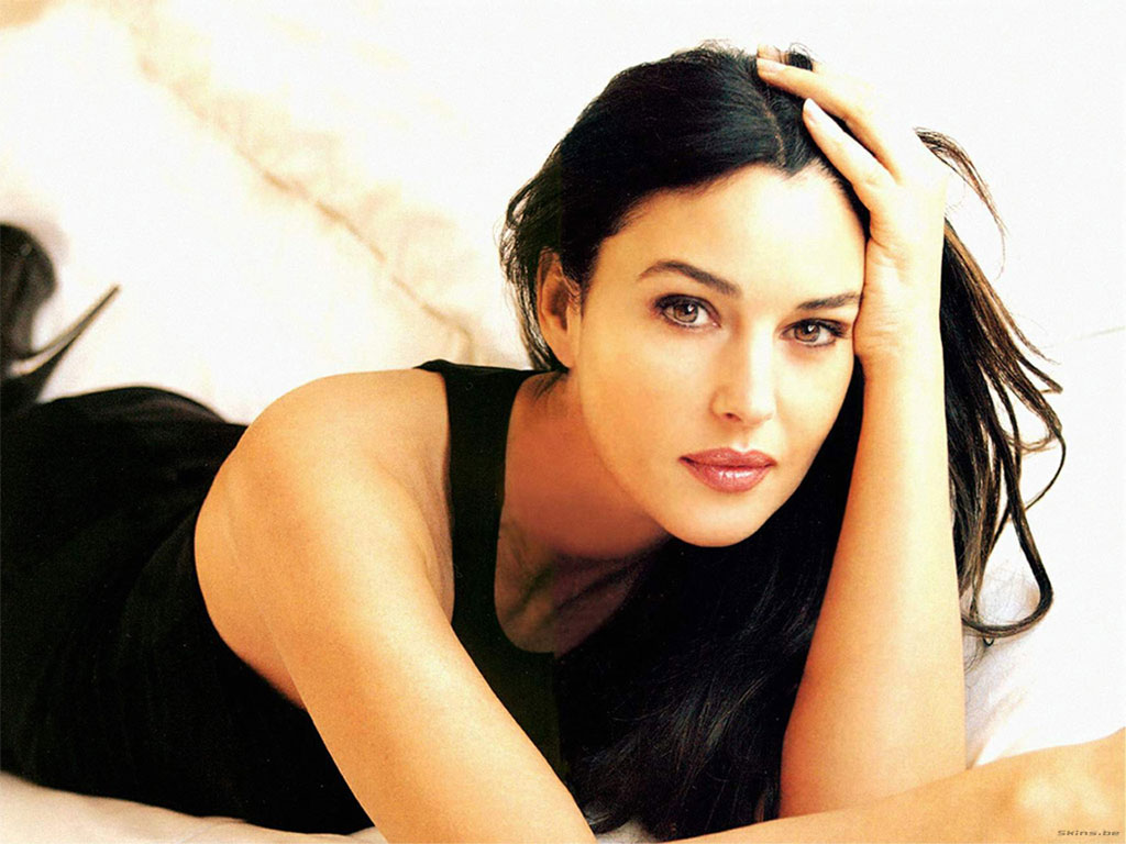 monica bellucci girer un film a bagni san filippo siena news. Black Bedroom Furniture Sets. Home Design Ideas