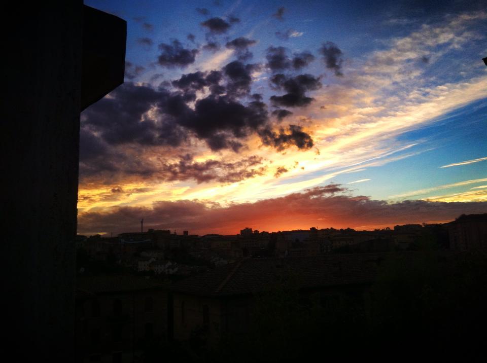 Siena dalla finestra tramonti variopinti sulle valle - La finestra siena ...