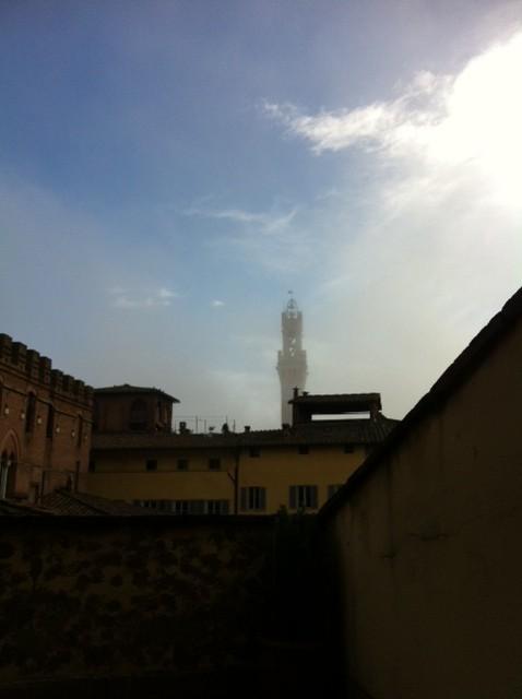 Siena dalla finestra la nebbia avvolge la citt - La finestra siena ...