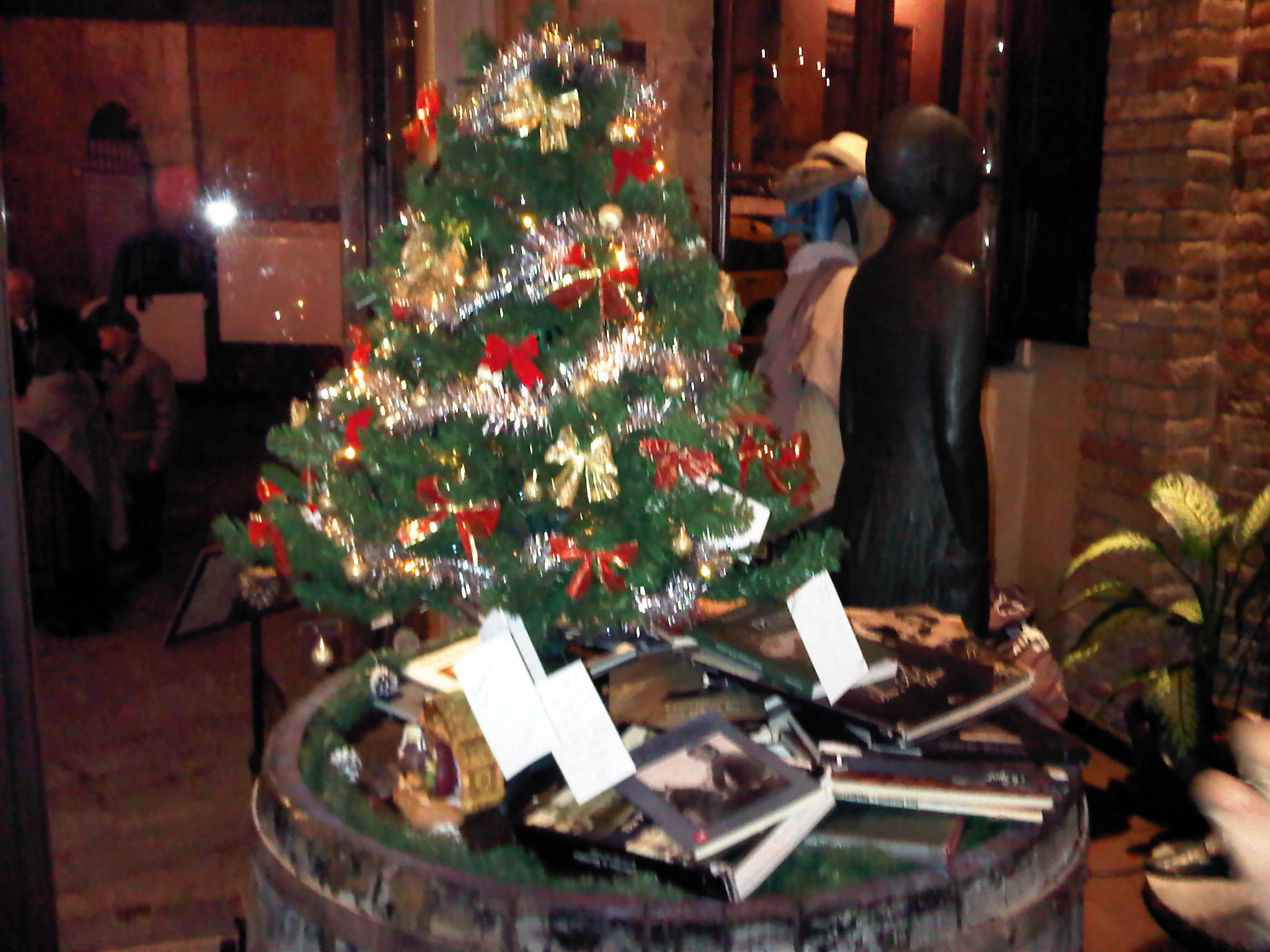 Il tuo natale su sienanews l 39 albero del ristorante san desiderio siena news - Ristorante la finestra siena ...