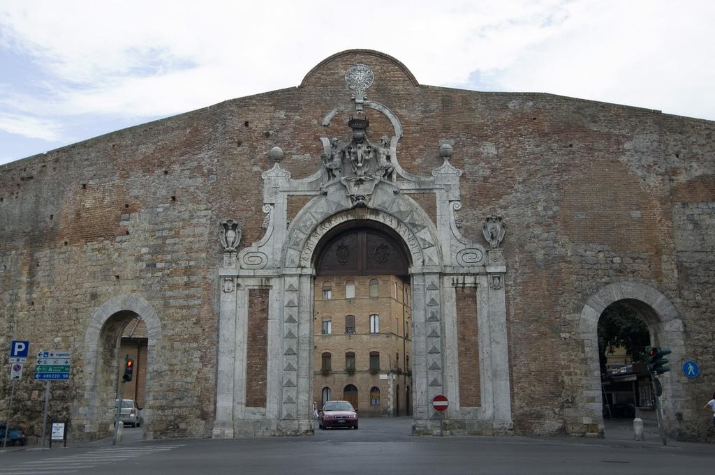 Porta camollia il benvenuto ai viaggiatori della - Porta romana viaggi ...