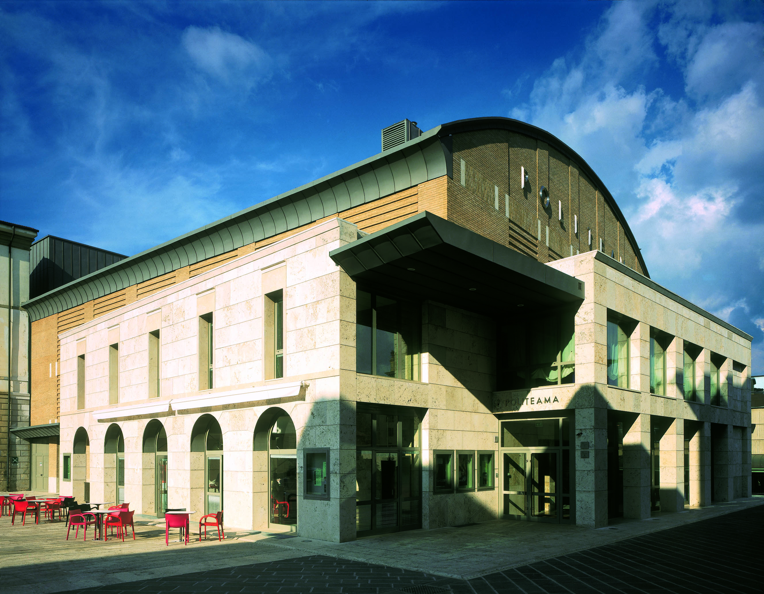 Teatro Politeama di Poggibonsi: parte la campagna abbonamenti per la nuova stagione