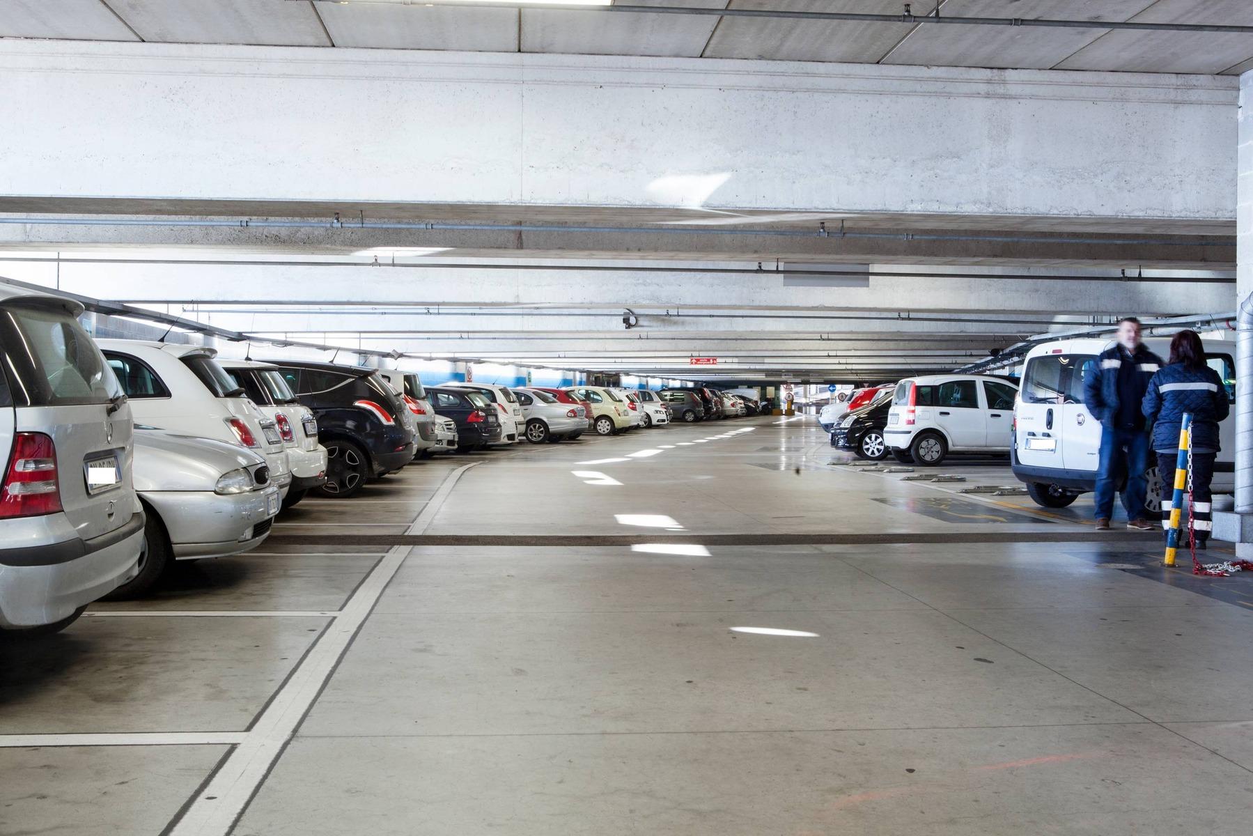 Domani parcheggio e bus gratis per lo shopping natalizio for Stima del costo del garage gratuita