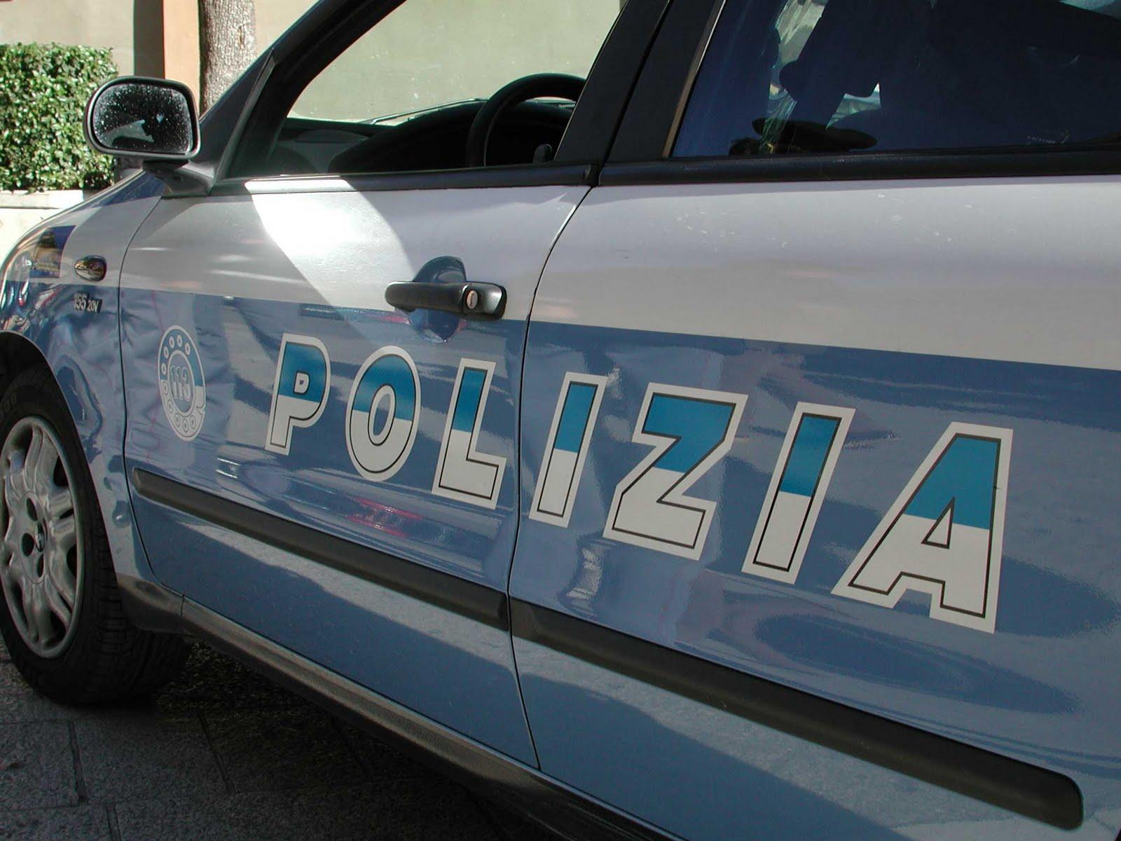 Risultati immagini per polizia auto