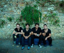 """""""E di fronte buio"""" è l'ultimo EP, uscito il 25 novembre 2016, del quartetto BEATpastiche senese."""