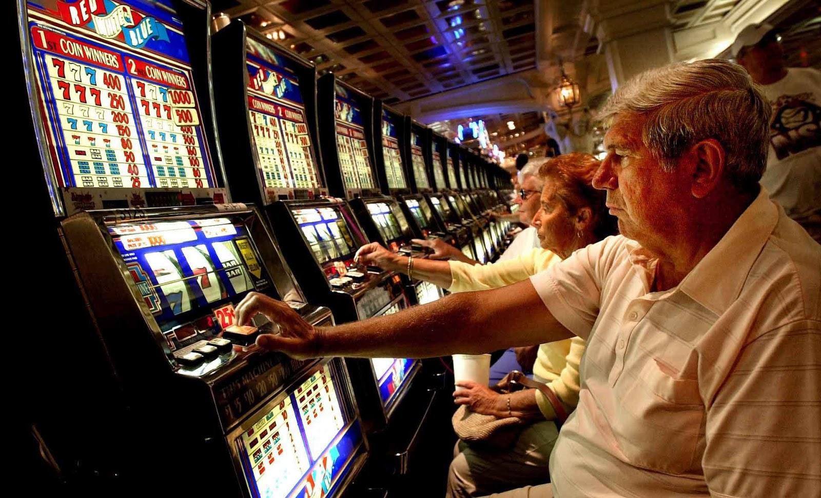 Risultati immagini per immagini di gioco d'azzardo