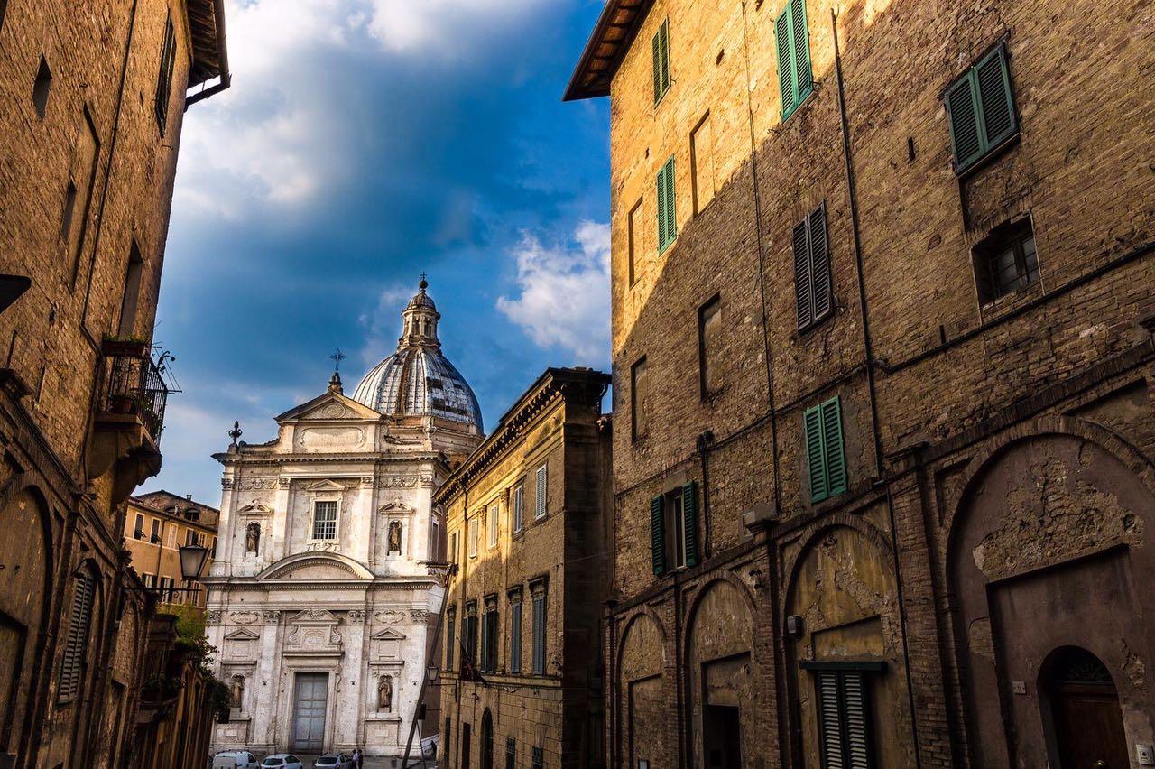 Siena, il Palio di Provenzano alla Contrada del Drago