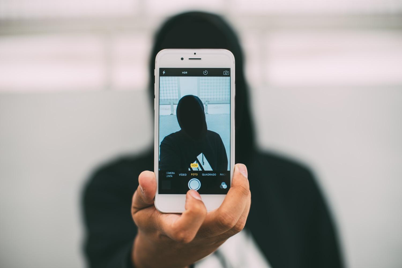 Da Dorian Gray a Facebook: successo e sicurezza online, fragilità e insicurezza offline.