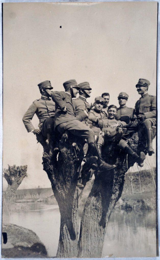 fig-1-archivio-silvio-piccolomini-ufficiali-in-un-momento-di-svago-dintorni-di-montagnana-pd-marzo-1917