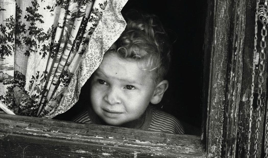 Emiliano Bianchi, Lo sguardo oltre la finestra, Palermo, Antipodes, 2015