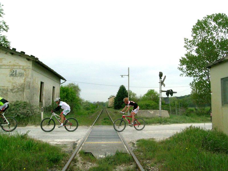 La passione per il ciclismo: crescono gli italiani che lo praticano in modo amatoriale e aumentano i ricavi per il settore
