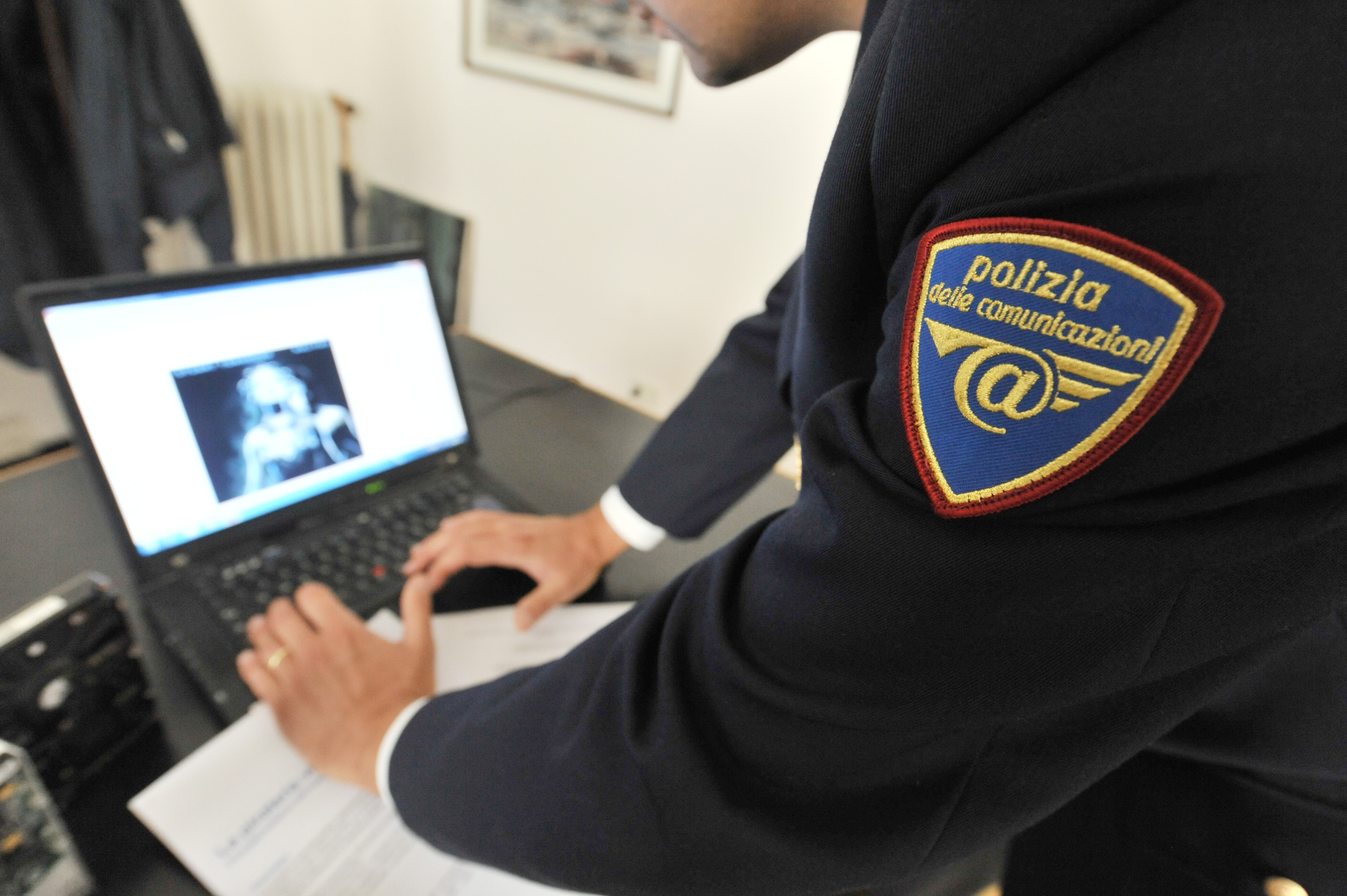 Risultati immagini per polizia postale