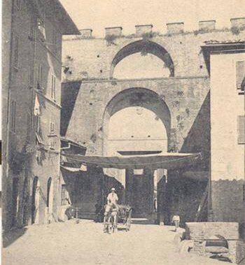 Il 30 maggio 1279 a Siena, nella contrada d'Ovile, si scatenò un terribile incendio che distrusse oltre trecento case