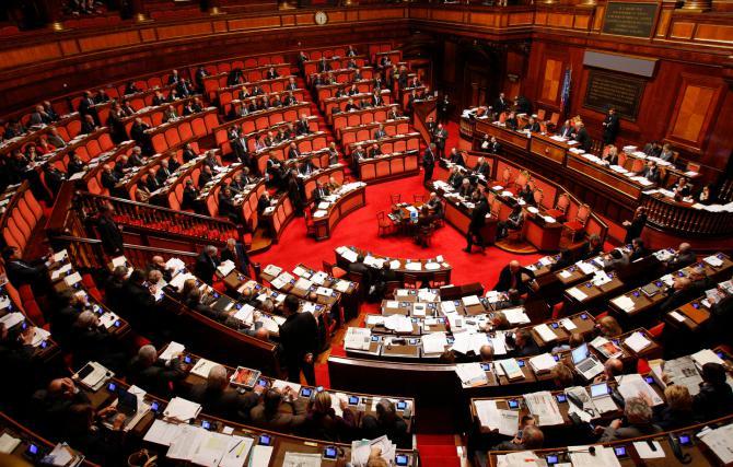 L'Italia tra il ricalcolo dei vitalizi ai politici e i salari ai minimi storici