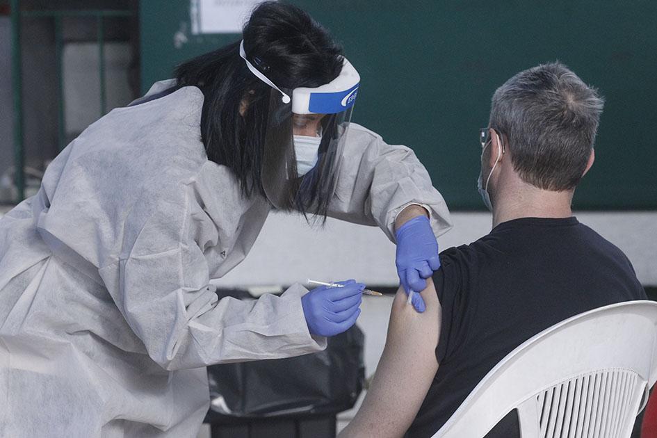 Docente muore dopo il vaccino AstraZeneca: Sandro Tognatti, aveva 57 anni